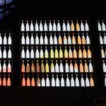 MOAST réalise un mapping vidéo sur 200 bouteilles de champagne pour Allen & Overy